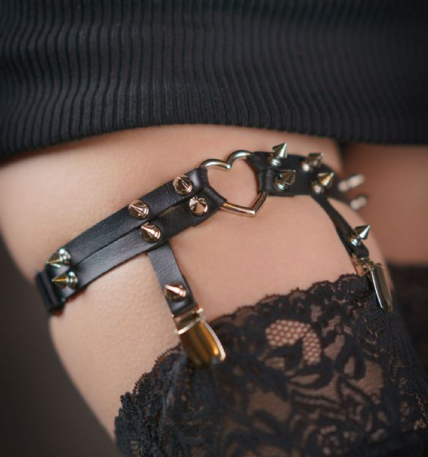 Black Heart Ring Thigh Garter